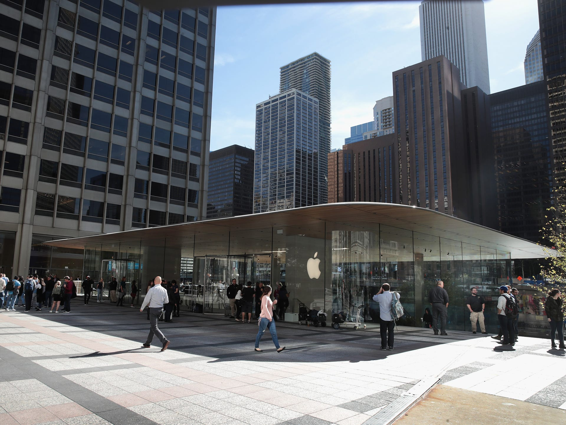 Apple retail store in Chicago full of glass and places to mingle