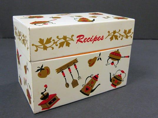 635813936076564867-Vintage-Recipe-Box