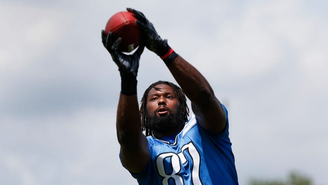 Detroit Lions tight end Brandon Pettigrew catches a ball in Allen Park on June 4, 2015.