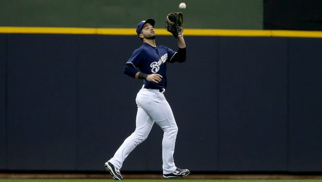 Ryan Braun catches a fly ball in the third inning against the Diamondbacks on Thursday night at Miller Park.