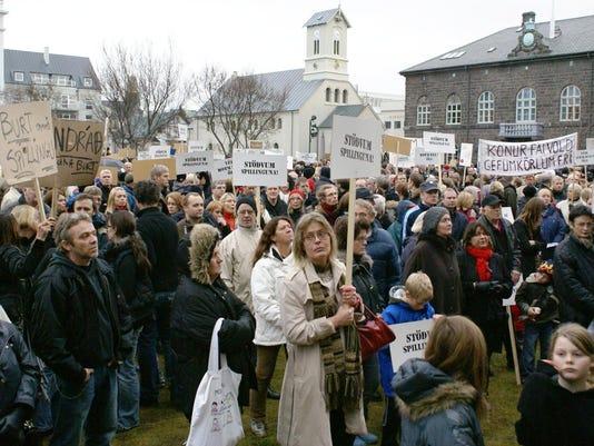 W05_Protesters_Austurvöllur_08325