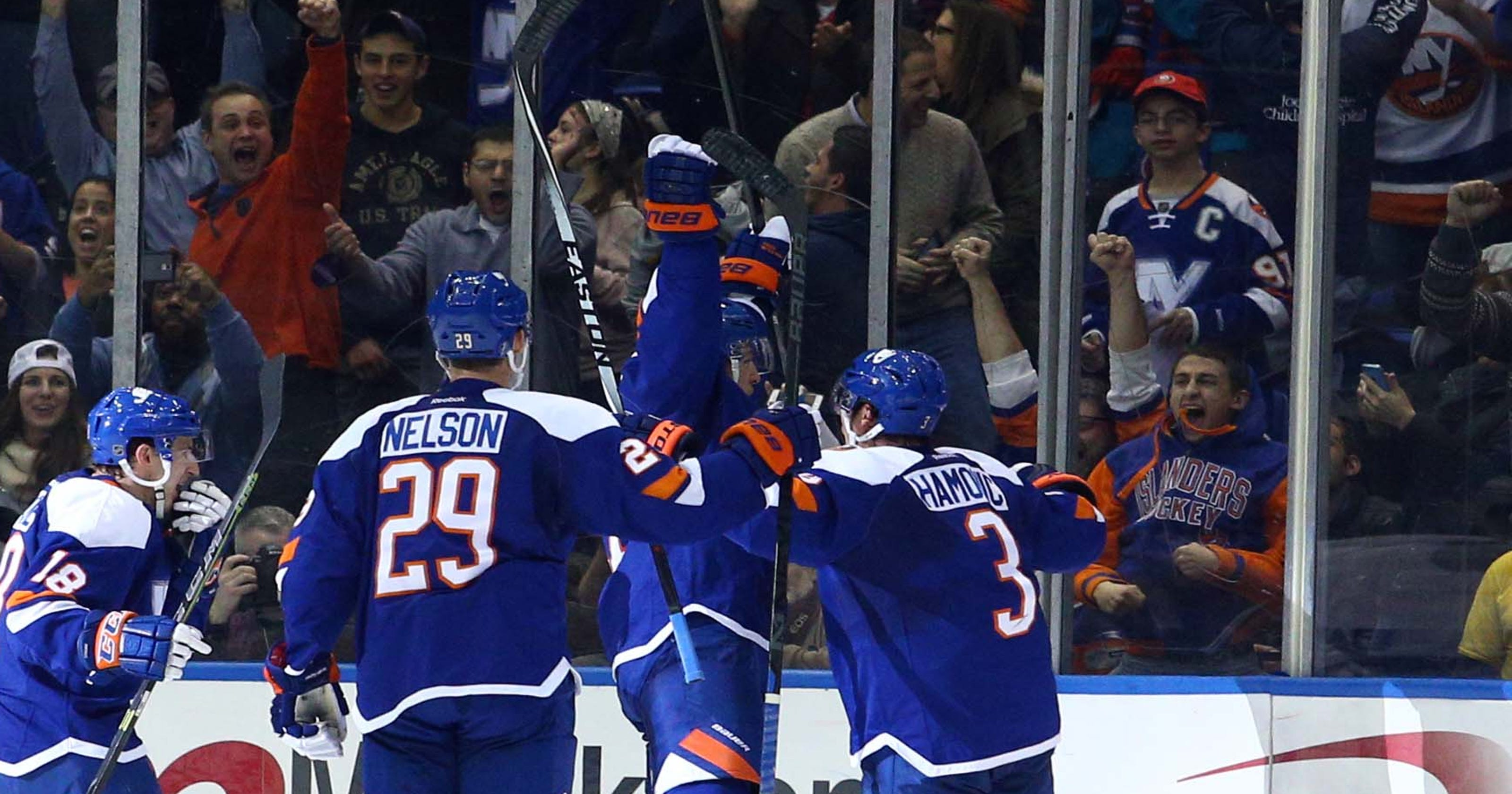 8bebb159d3c Islanders stun Lightning with late third-period rally