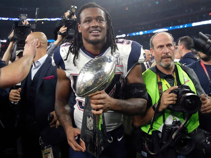 New England Patriots' Dont'a Hightower holds the Vince