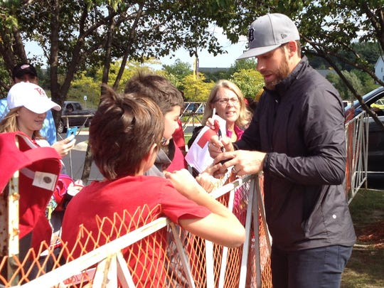 Red Wings' Henrik Zetterberg signs autographs in Traverse City.