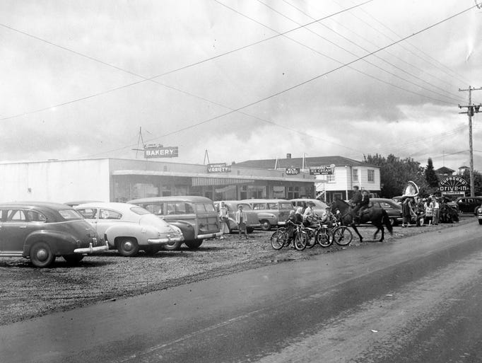 An early photograph of River Road N in Keizer when