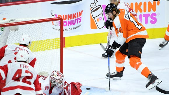 Sean Couturier (14) scores the game-winning goal past