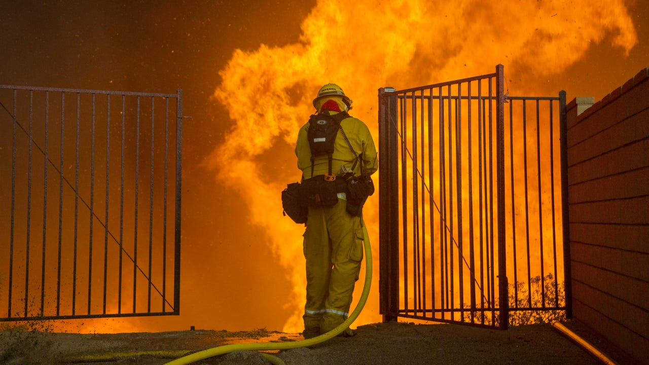 Southern Ca Fire >> 20,000 told to flee Southern California fire