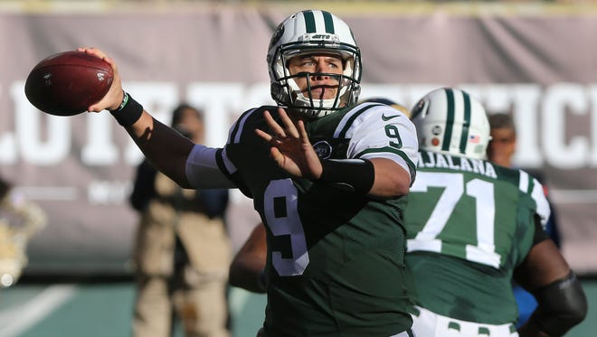 New York Jets quarterback Bryce Petty (9) throws against the Los Angeles Rams during the second quarter of an NFL football game, Sunday, Nov. 13, 2016, in East Rutherford, N.J.