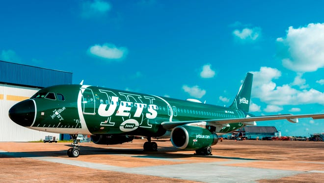 JetBlue rolled out this updates New York Jets-themed paint scheme to one of its Airbus A320s on Tuesday, Sept. 26, 2017.