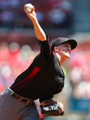 Zack Greinke of the Arizona Diamondbacks pitches against the St. Louis Cardinals at Busch Stadium on May 22, 2016 in St. Louis, Missouri.
