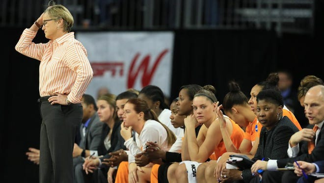 Tennessee coach Holly Warlick follows the last minutes of the Lady Vols' 89-67 loss to Syracuse in the Sioux Falls Regional final on Mach 27, 2016.