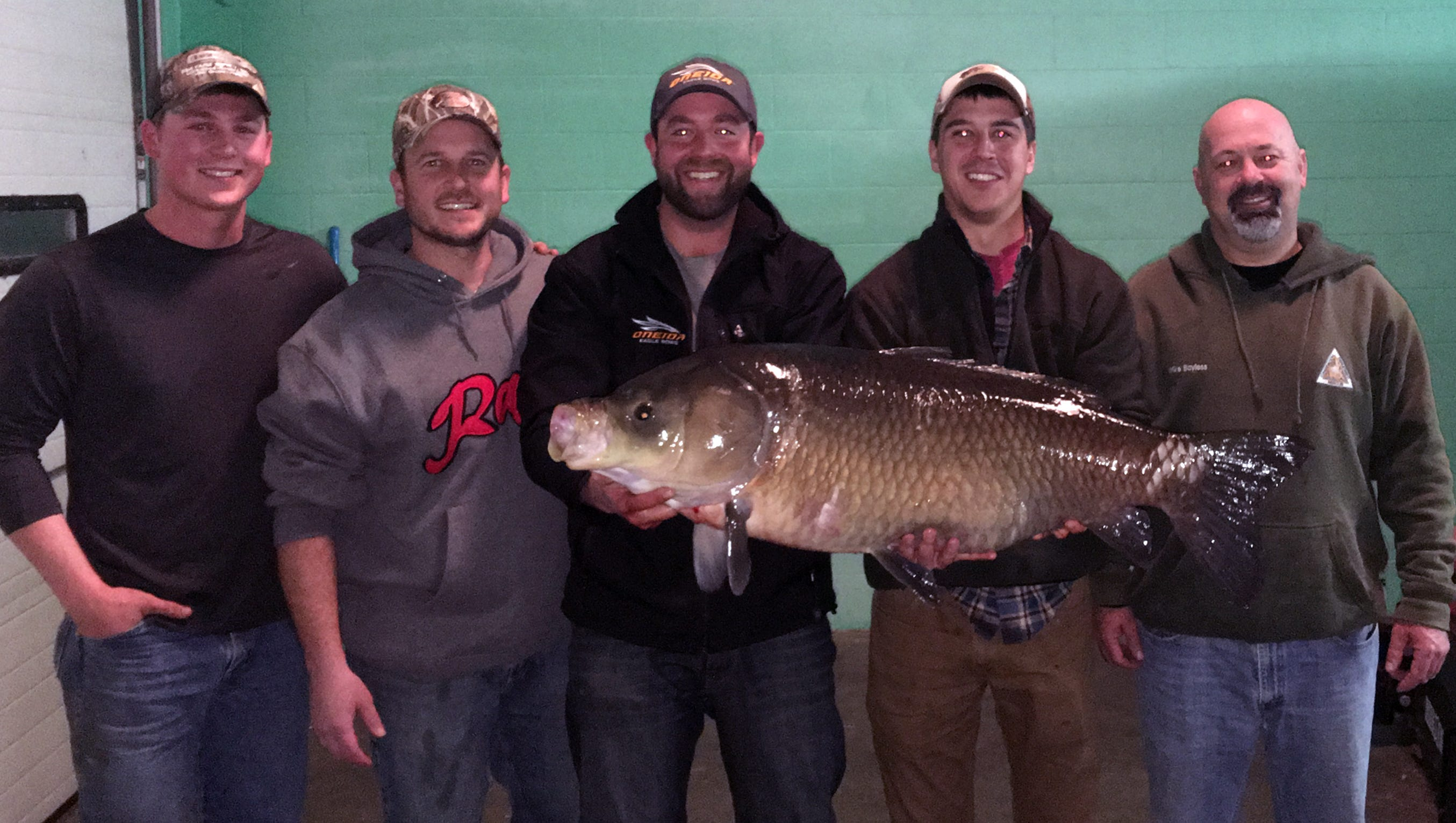 son of bass pro shops founder breaks mo  bowfishing record