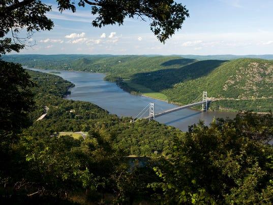 635678067859312436-Bear-Mountain-Bridge-Hudson-River-from-Bear-Mountain-State-Park-HV-0807-
