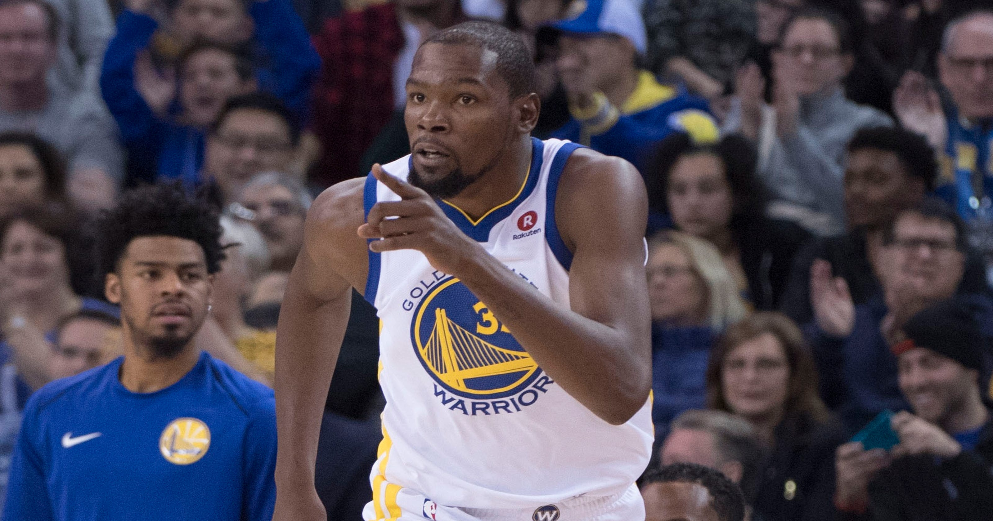 a945dd19383 Kevin Durant becomes second-youngest player in NBA history to reach 20