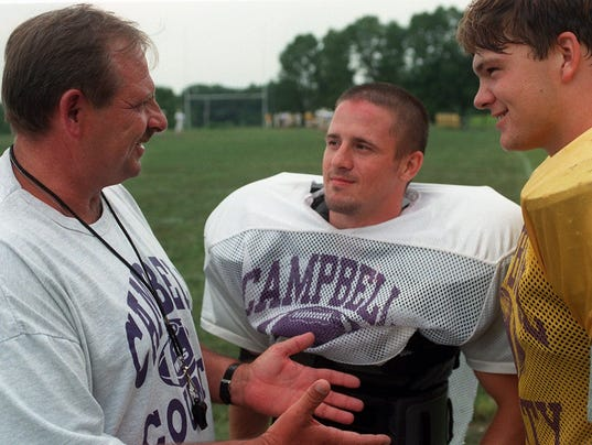 Text: 1998.0901.00.1 CORSON PREPSPLUS The new head coach for Campbell County High School Mike Corson (L) talks to his football team captians Rick Honaker (M) and Mike Dunn (R).