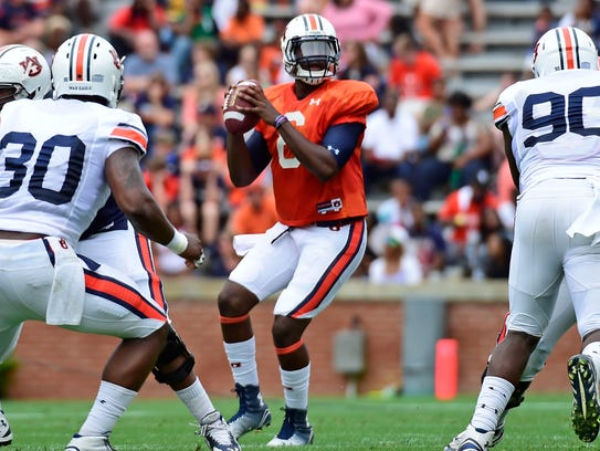 Auburn quarterback Jeremy Johnson (center) sees a lot