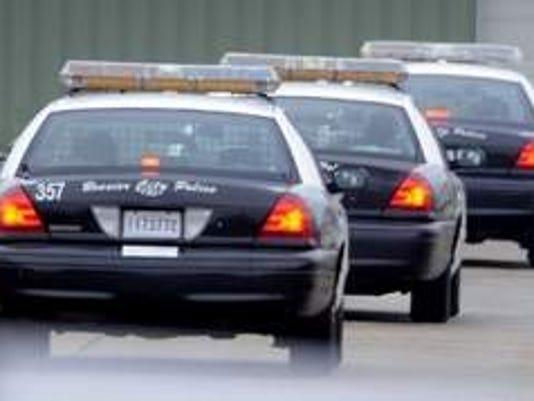 635500847182819381-policecars