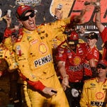 Joey Logano, Kyle Busch clinch final Chase spots at Phoenix