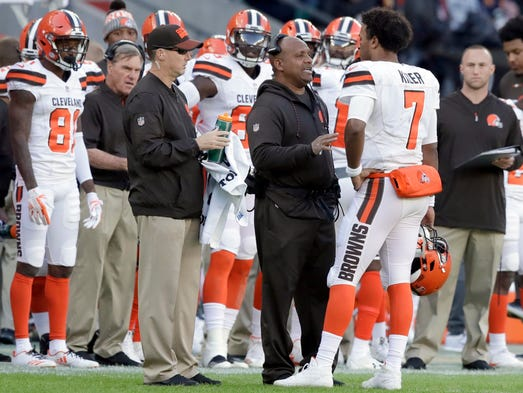 Cleveland Browns head coach Hue Jackson speaks to quarterback