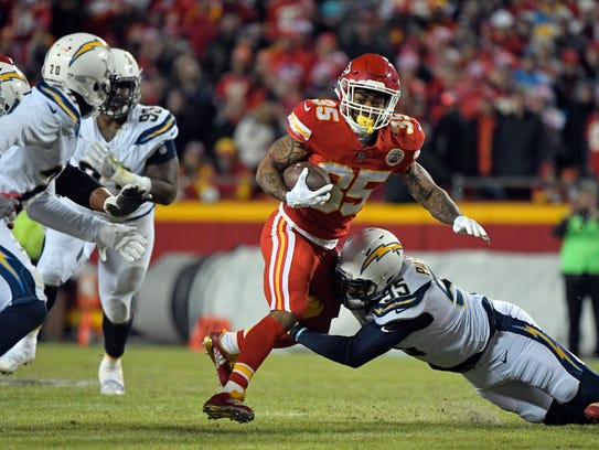 Kansas City Chiefs running back Charcandrick West (35)