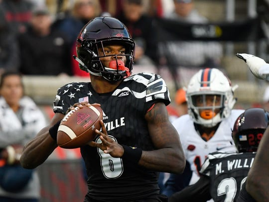 Louisville's Lamar Jackson (8) looks for an open receiver