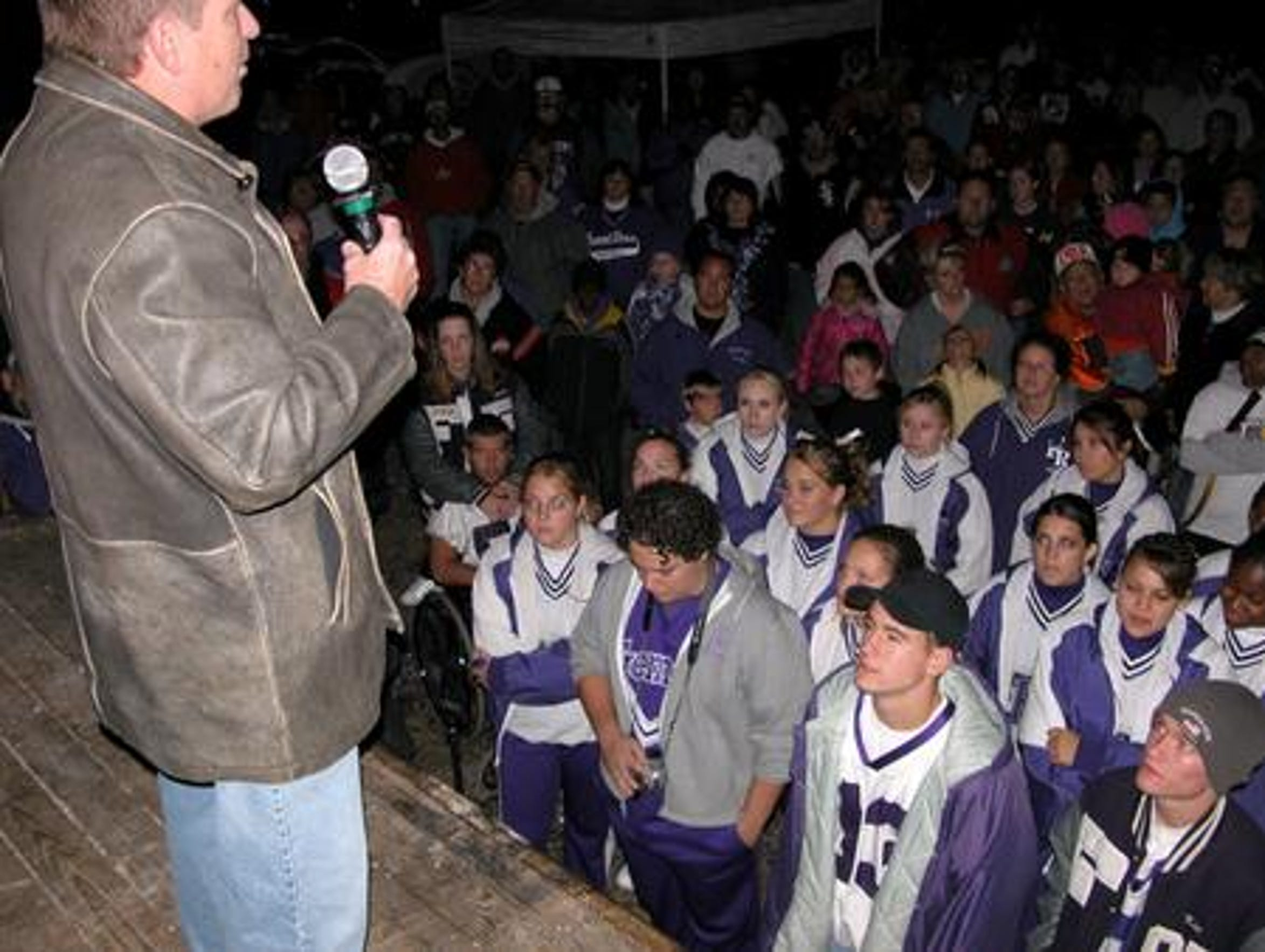 Rob Lytle address the Fremont Ross football team in