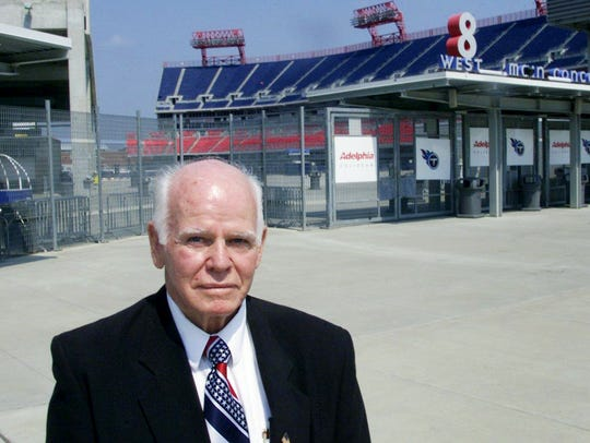 Former Chicago Bears quarterback Bill Wade stands at