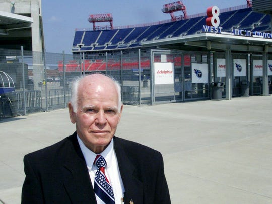 Former Chicago Bears quarterback Bill Wade stands at the home of the Tennessee Titans on Sept. 14, 2001.