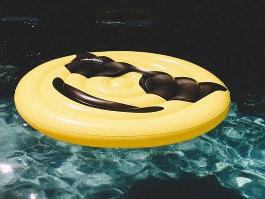 636356602514043670-Floating-Sunglass-Emoji-600X400.jpg