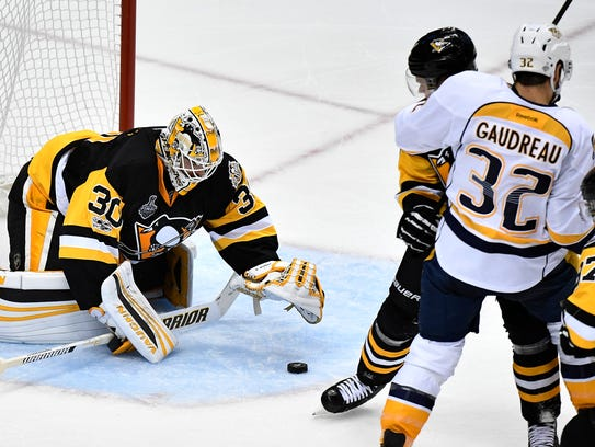 Pittsburgh Penguins goalie Matt Murray (30) stops a
