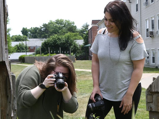 Michelle Petrucci gives photography tips to Rachael