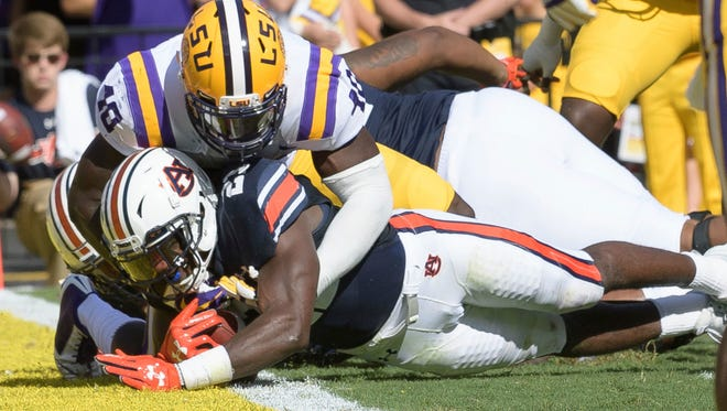Auburn running back Kerryon Johnson (21) scores a touchdown against LSU linebacker Devin White (40) in the first half of an NCAA college football game in Baton Rouge, La., Saturday, Oct. 14, 2017. (AP Photo/Matthew Hinton)