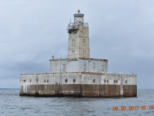 The Lansing Shoal Lighthouse being auctioned aids ships