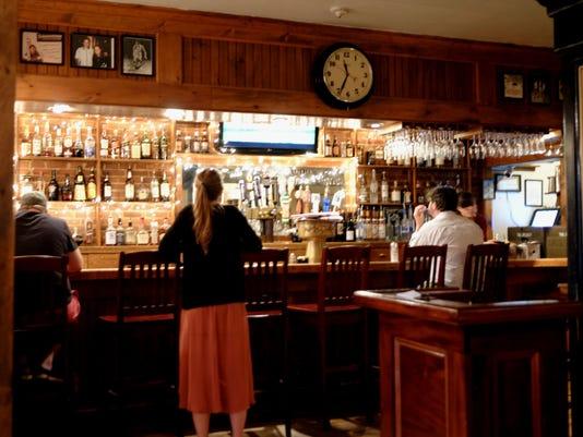 -Halvorson's bar.jpg_20150702.jpg