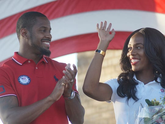 Jeff and Tiffany Porter thank the crowd for their support