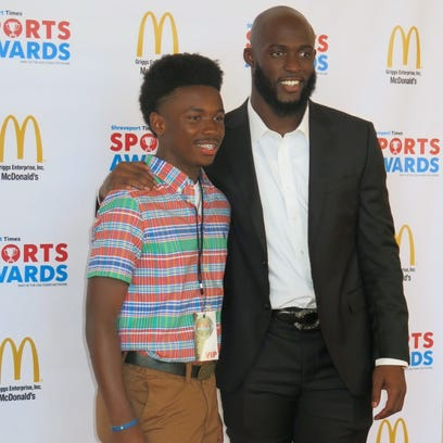 Evangel student has a moment with football star Leonard Fournette
