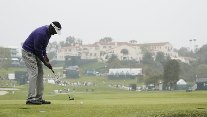 Vijay Singh putts on the 10th hole Thursday.