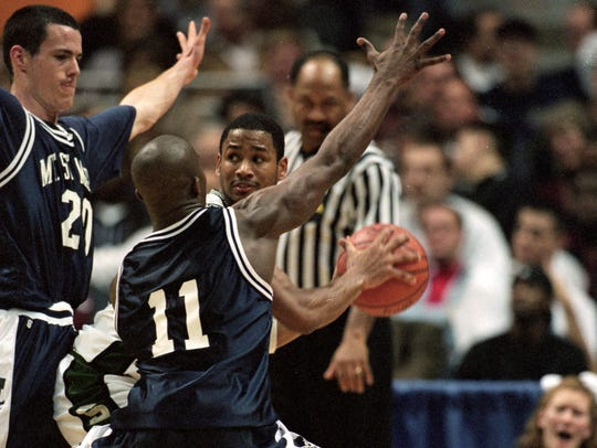 12 Mar 1999: Charlie Bell #14 of Michigan State looks