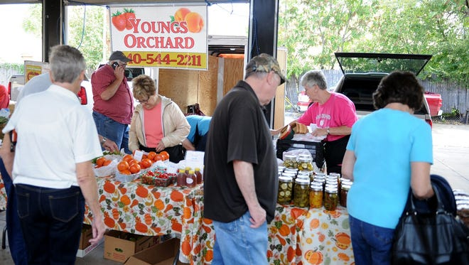 The Downtown Farmers Market opens Saturday for the summer with a day of music, demonstrations and plenty of fresh veggies fresh from the garden.
