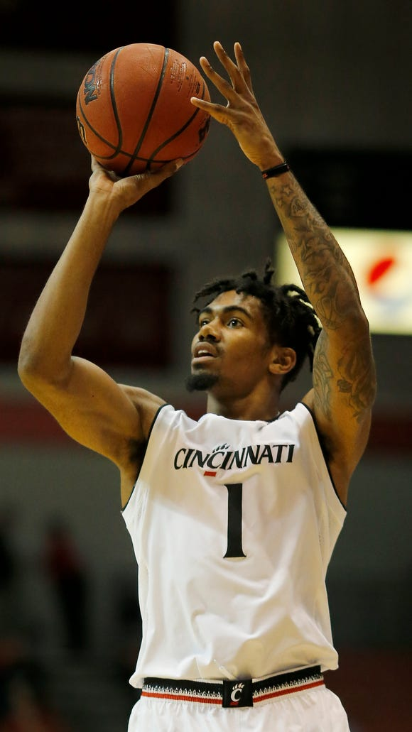 Cincinnati Bearcats guard Jacob Evans (1) shoots from