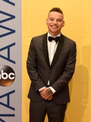 Kane Brown arrives on the red carpet at the 2016 CMA