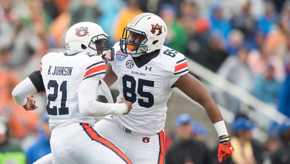 Auburn running back Kerryon Johnson (21) celebrates