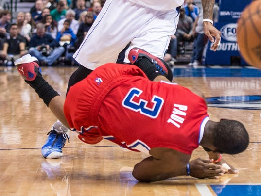 Blake Griffin Injury >> Chris Paul separates shoulder as Clippers top Mavericks