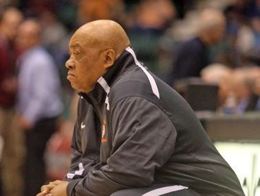 Spring Valley basketball coach Willie Worsley, pictured in 2015, will be inducted into the New York City Basketball Hall of Fame on Sept. 14, 2016.