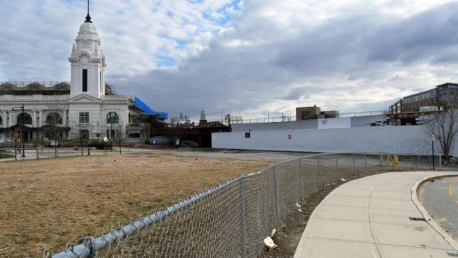This Washington Square lot is known to some as the vacuum parcel, a reference to the shop that was located there. A developer wants to build a hotel on the spot.