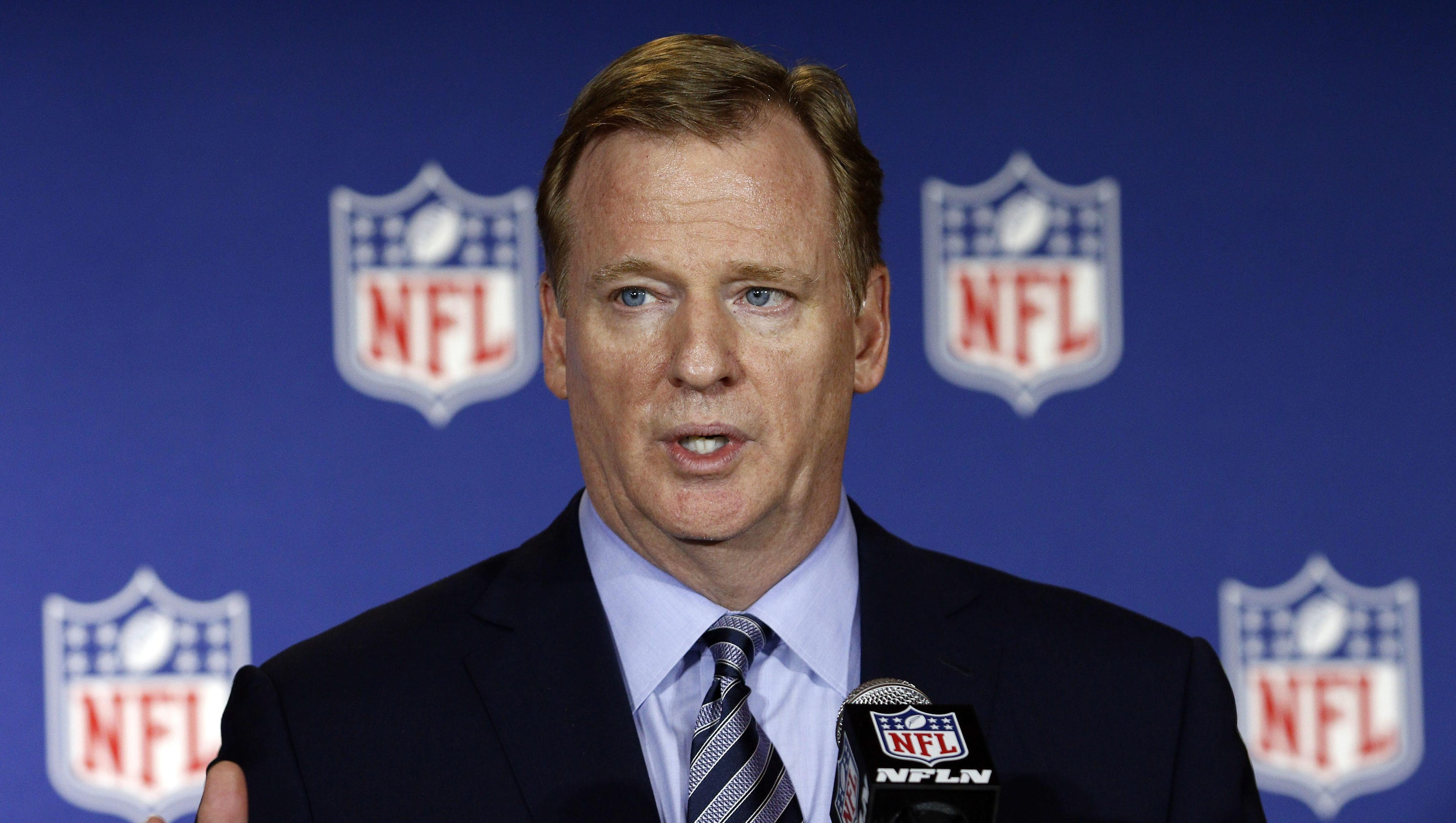 """goodell chatrooms My thursday-night pick: baltimore -25 over pittsburgh who cares does anyone care let's break out the special-edition """"how the hell does roger goodell still have a job"""" mailbag but first how the hell does roger goodell still have a job seriously how the hell does roger goodell."""