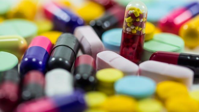 diferent Tablets pills capsule heap mix