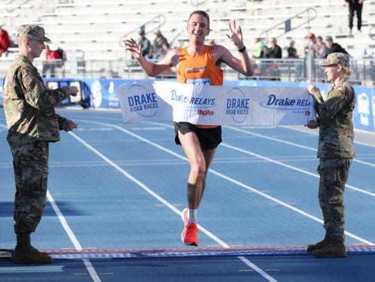 Runablaze iowa's Jason Thomas, winning the Drake Relays