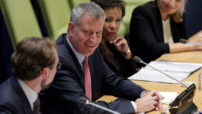 New York City Mayor Bill de Blasio, second from left, is joined by United States Attorney General Loretta E. Lynch, second from right, during the launch of the Strong Cities Network to Strengthen Community Resilience Against Violent Extremism conference, at U.N. Headquarters, Tuesday, Sept. 29, 2015.