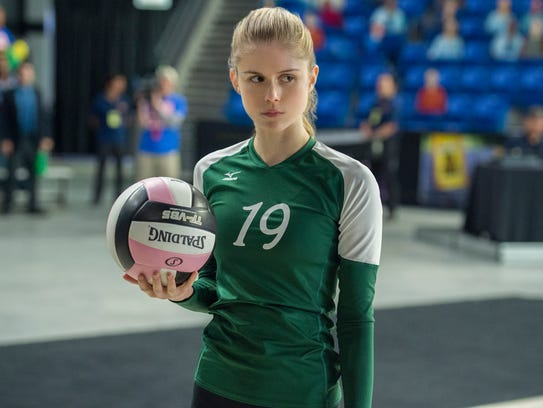 Kelley (Erin Moriarty) pushes her team to succeed in